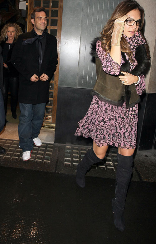 Anniversaire de Robbie au Ivy restaurant - Londres 13/02/11 993803robbiewilliams3500