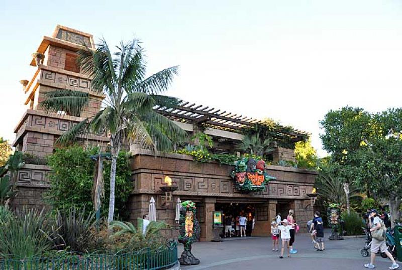 Disneyland Resort (Californie)et Universal Studio Hollywood du 29/10/2012 au 09/11/2012  997114SDCarsLandRainforestCafeExterior