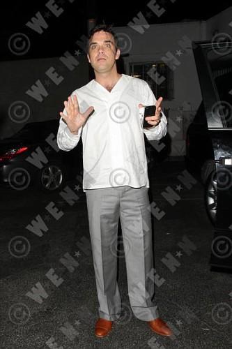 Robbie à Los Angeles 12-01-2011 999202lliams001wenn3164125previewvi
