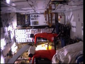 [STS-133]Discovery: fil dédié au suivi du lancement prévu le 24.02.2011 - Page 2 Mini_215828vlcsnap2011022419h28m29s244