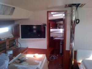 Installation TV dans Oceanis 45 Mini_402838IMG2013061400226