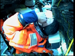[STS-133]Discovery: fil dédié au suivi du lancement prévu le 24.02.2011 - Page 3 Mini_459199vlcsnap2011022419h37m55s18