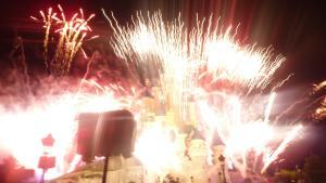 Vos photos des feux d'artifice et show nocturne ! - Page 3 Mini_704649Disney110711198