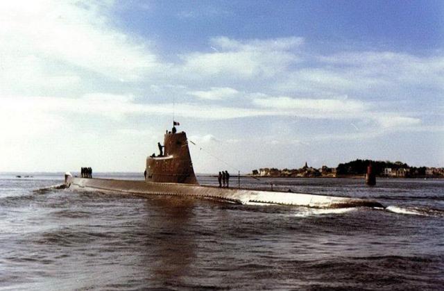 FRANCE SOUS MARINS CLASSE NARVAL 187046Espadon_Port_Louis_1963