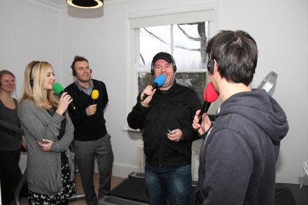 Gary à la fête show chez Chris Moyles  22/02/10 22816130ws55x