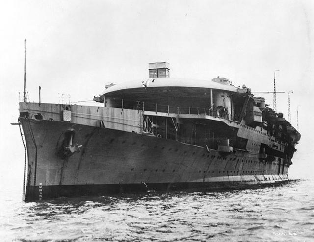 ROYAL NAVY PORTE AVIONS HMS FURIOUS 313620hms_furious_05