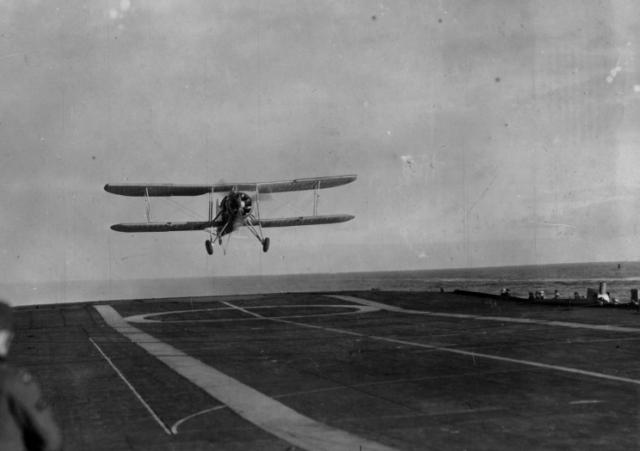ROYAL NAVY PORTE AVIONS HMS FURIOUS 441062furious_05_Swordfish