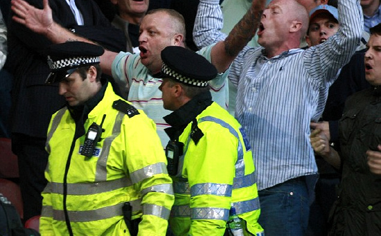 London is burning - Page 29 54593whu_millwall_2