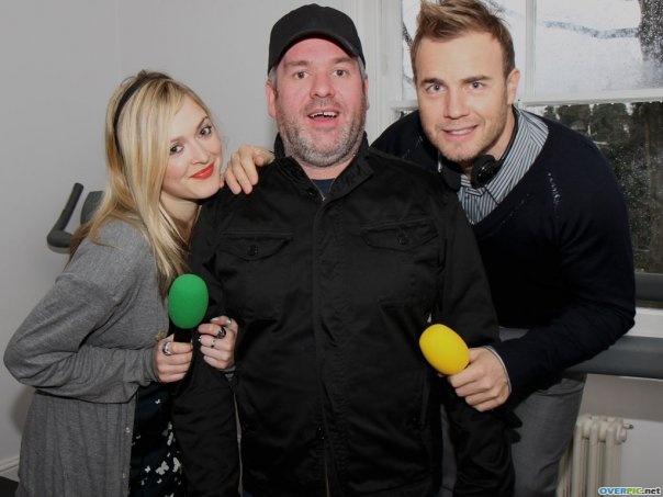 Gary à la fête show chez Chris Moyles  22/02/10 577375xilb05v0qiftrwklhbig_s