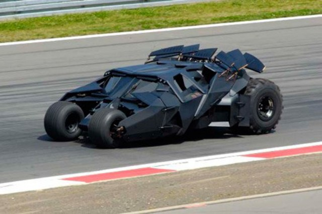 PHOTO de TOYOTA 590352toyota_f1_to_promote_i_the_dark_knight_i_batmobile_to_lap_si