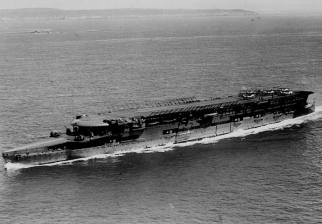 ROYAL NAVY PORTE AVIONS HMS FURIOUS 591995hms_furious_11