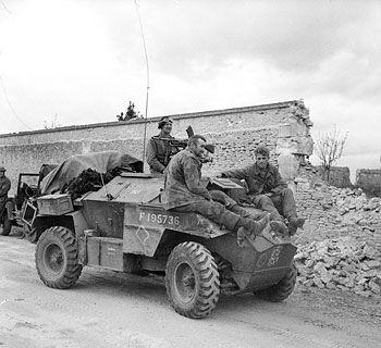 Humber Scout Car(G.B) 630443IWM_B_6744_Humber_SC_Caen_19440709