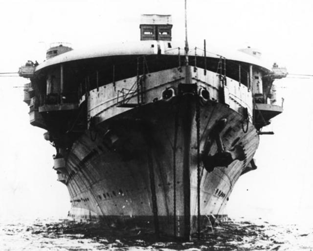 ROYAL NAVY PORTE AVIONS HMS FURIOUS 660982hms_furious_08
