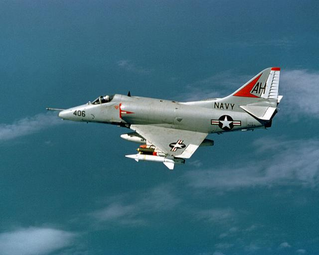 DOUGLAS A-4 SKYHAWK 678856A4_Skyhawk_1