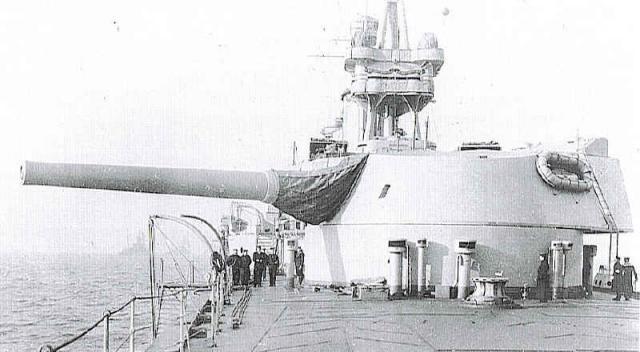 ROYAL NAVY PORTE AVIONS HMS FURIOUS 697942WNBR_18_40_mk1_Furious_Turret_pic
