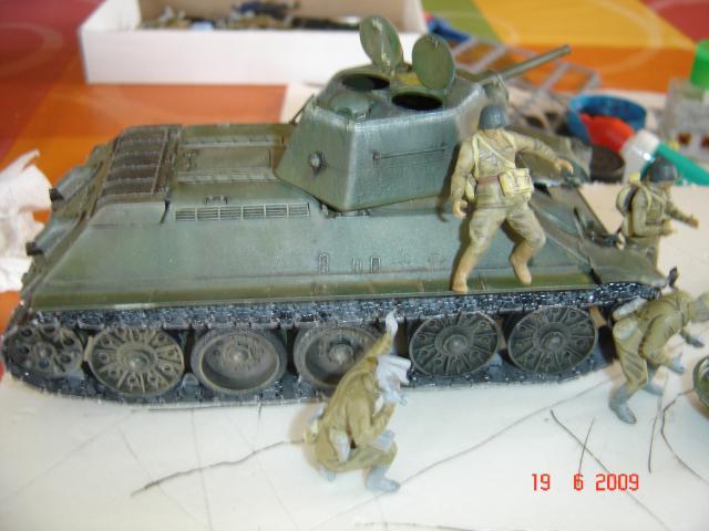 T-34 modèle 43 [Zvesda/Revell 1/35e] - Page 2 853142juin_2009_025