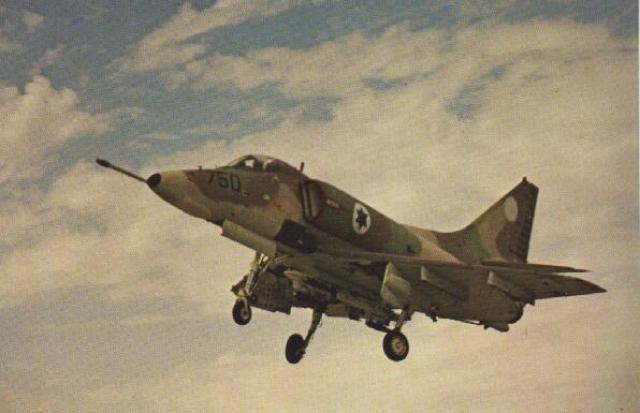 DOUGLAS A-4 SKYHAWK 917073A_4H