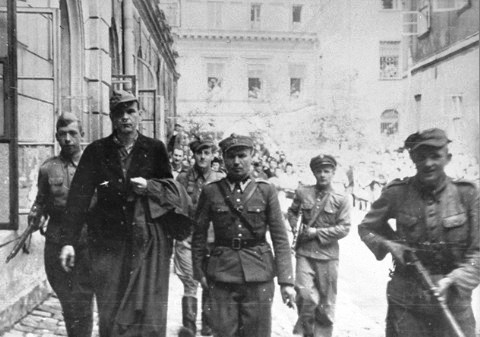 Amon Göth(1908/1946) 931311Goth_20being_20transported_20to_20the_20courthouse_20after_20the_20liberation_20of_20the_20Plaszow_20camp