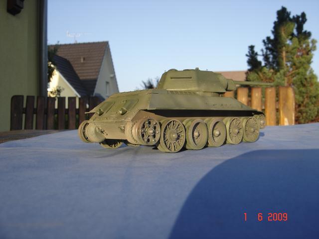 T-34 modèle 43 [Zvesda/Revell 1/35e] 933210mai_2009_195