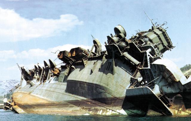 JAPON PORTE-AVIONS CLASSE UNRYU 938457IJN_carrier_Amagi_capsized_off_Kure_in_1946