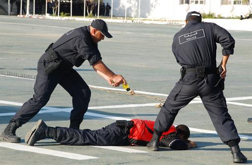 صور للشرطة الجزائرية  10549337058C2