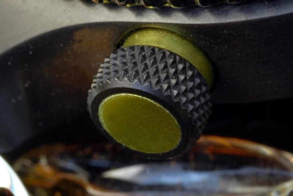 Un avis sur les montres Christopher Ward SVP. 14816608_valve_helium_detail