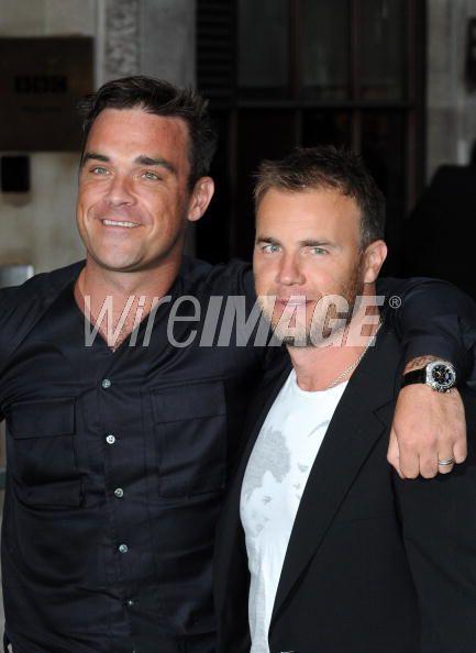 Robbie et Gary à la BBC Radio 1 26/08/210 - Page 2 157382103639370