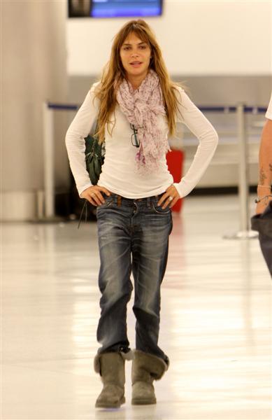 Robbie et Ayda à l'aéroport de Miami 28-06-2010 158265100629m4_williams_b_gr_05