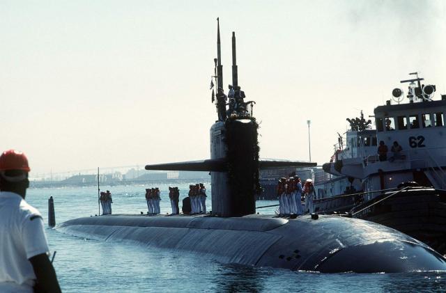 USN CROISEURS LOURDS CLASSE NORTHAMPTON 170688USS_Louisville_sous_marin