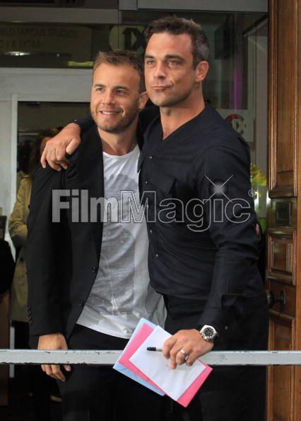 Robbie et Gary à la BBC Radio 1 26/08/210 - Page 2 201397103639713