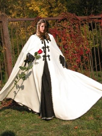 (18 février 1458 à...) Archivé 208212Hortense_avec_cape
