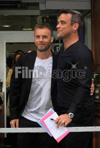 Robbie et Gary à la BBC Radio 1 26/08/210 - Page 2 224182103639711
