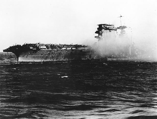 DOUGLAS DAUNTLESS 240692Coral_Sea_Lexington_abandoning_ship