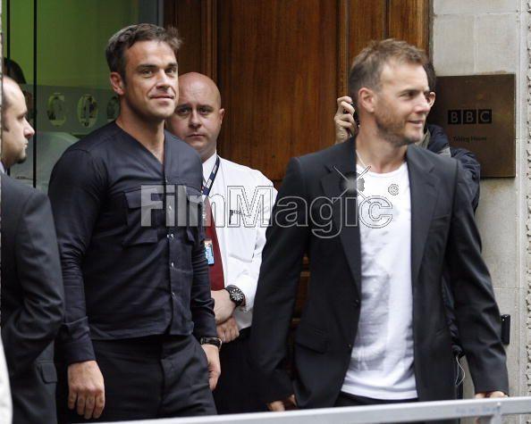 Robbie et Gary à la BBC Radio 1 26/08/210 - Page 2 250249103640381