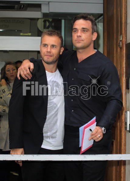 Robbie et Gary à la BBC Radio 1 26/08/210 - Page 2 270293103639708