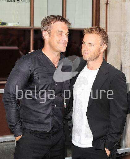 Robbie et Gary à la BBC Radio 1 26/08/210 29383521961775