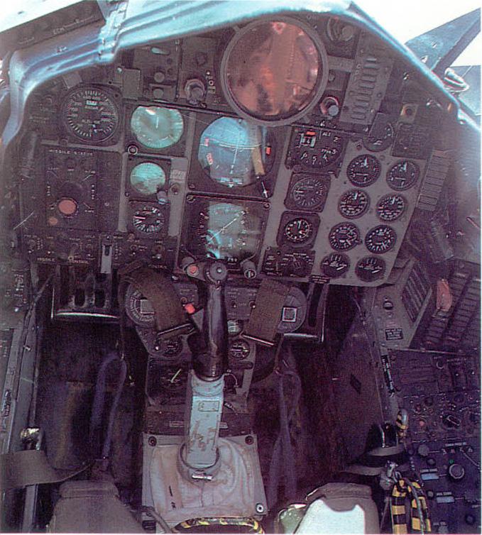 [MC1 - F4 Phantom] F-4N Phantom II Hasegawa 1/48 - TERMINE ! 305872f4nfront01
