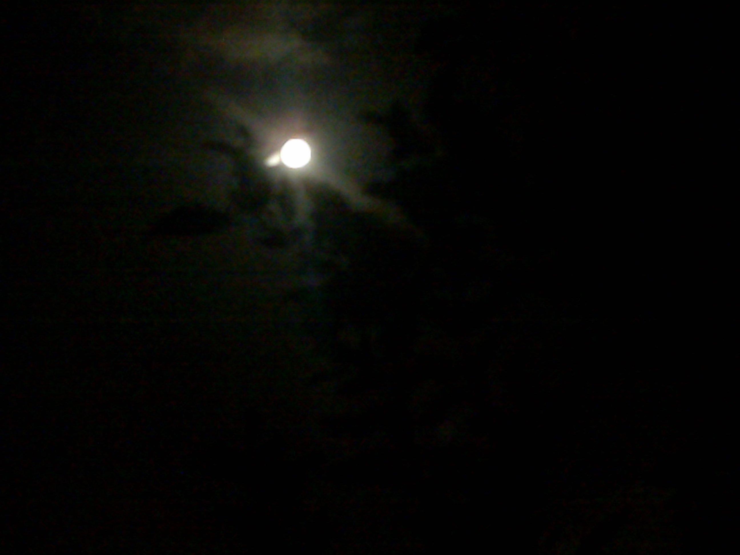 2009: Le 05/09 vers 22h00 - Sphere Lumineuse à Goussainville dans le val d'Oise.  32373404092009017