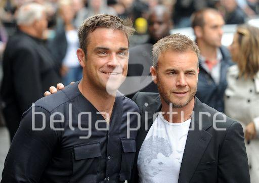 Robbie et Gary à la BBC Radio 1 26/08/210 33281321961152