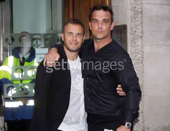 Robbie et Gary à la BBC Radio 1 26/08/210 - Page 2 336454103640020