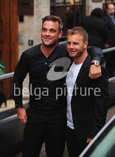 Robbie et Gary à la BBC Radio 1 26/08/210 33936321960439