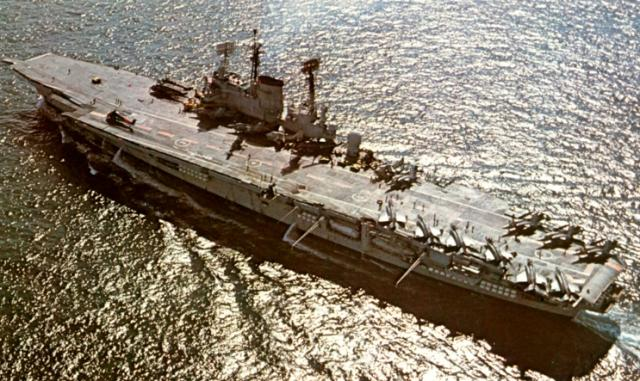 ROYAL NAVY PORTE-AVIONS CLASSE AUDACIOUS 353546HMS_Ark_Royal_2