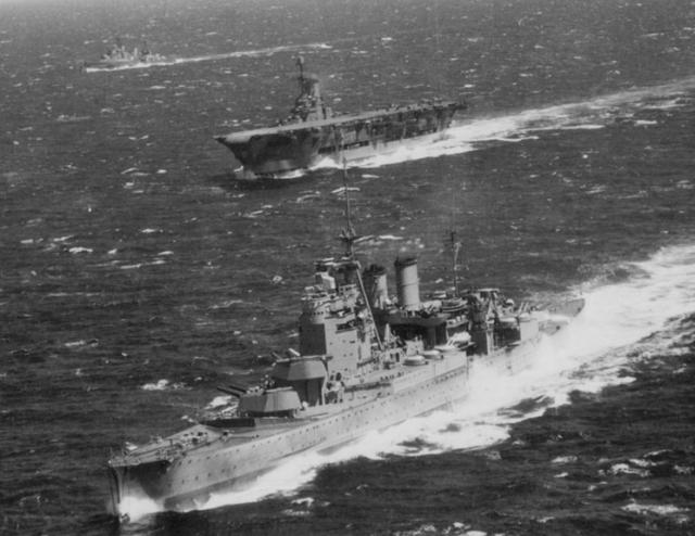 ROYAL NAVY PORTE AVIONS ARK ROYAL 360702Ark_Royal_10_hms_renown_ark_royal_sheffield