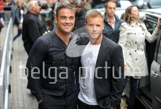 Robbie et Gary à la BBC Radio 1 26/08/210 36610621961140