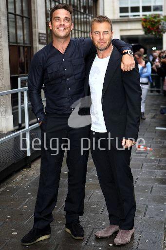 Robbie et Gary à la BBC Radio 1 26/08/210 36779821962541