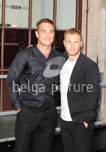 Robbie et Gary à la BBC Radio 1 26/08/210 38097821961788