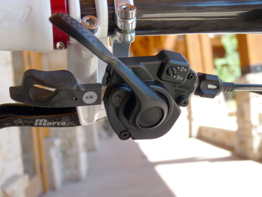 SHIMANO - Page 2 4091152011_shimano_xtr_on_bike_front_shifter03