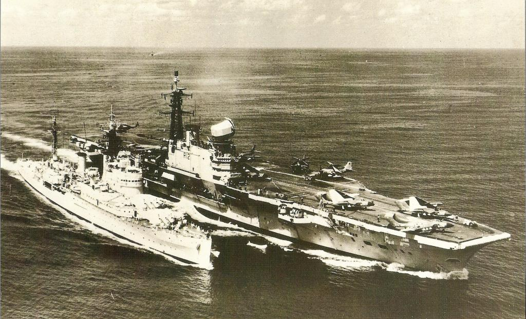 ROYAL NAVY PORTE-AVIONS CLASSE CENTAUR 417042HMS_Hermes_premiere_photo