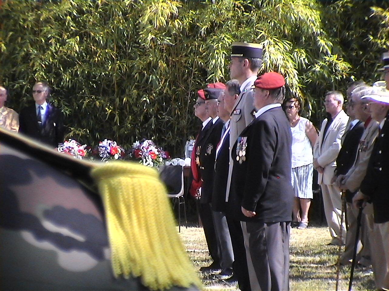 Cérémonie en hommage au Général BIGEARD au mémorial de Lauzach (56) 435509DVC02511
