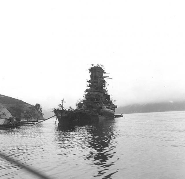 JAPON : CROISEURS DE BATAILLE CLASSE KONGO 447632Haruna_1945_coule